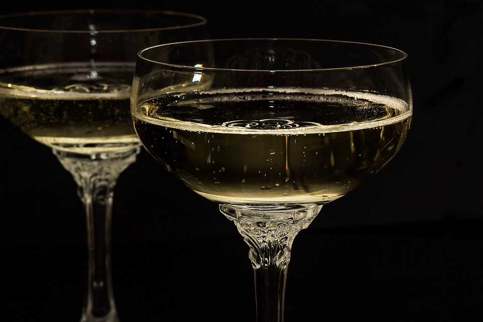 champagne-glasses-1940262_960_720.jpg